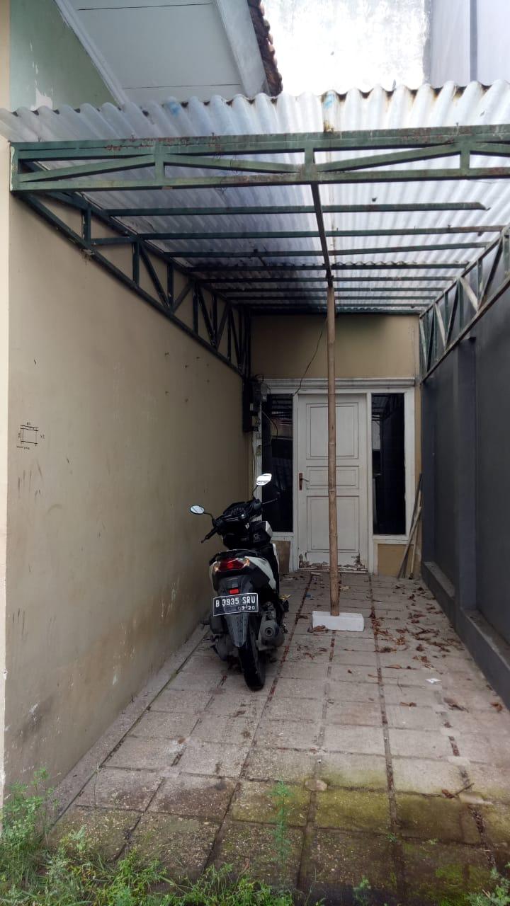 Rumah 1 lantai Blok A, 200 meter dari MRT, bebas banjir, lingkungan elit - 5