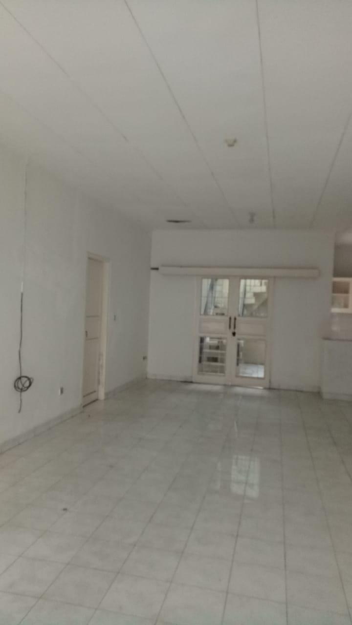Rumah 1 lantai Blok A, 200 meter dari MRT, bebas banjir, lingkungan elit - 7