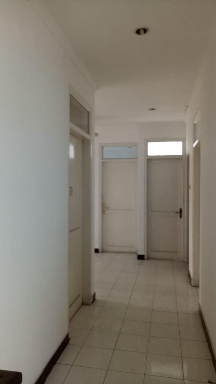 Rumah 2 lantai, lokasi Jl MPR Cipete, kondisi perlu sedikit renovasi - 4