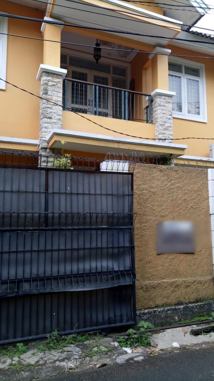 Rumah 2 lantai, lokasi Jl MPR Cipete, kondisi perlu sedikit renovasi - 1