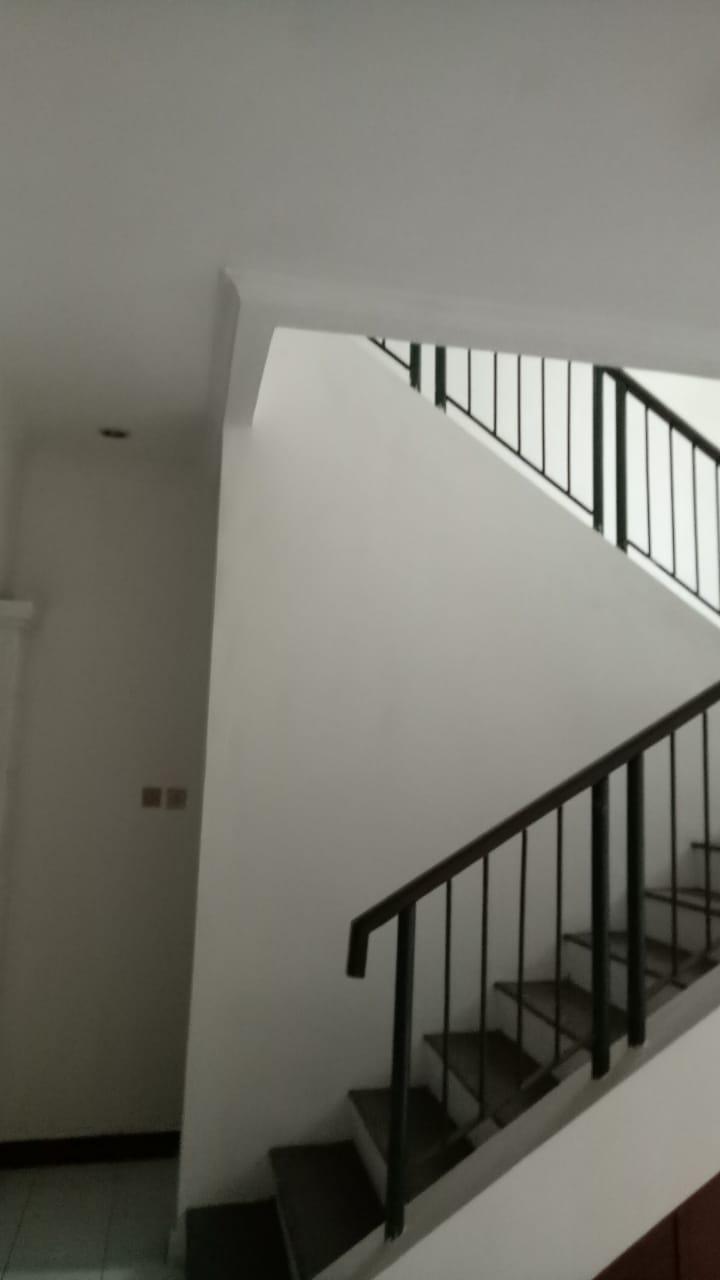 Rumah 2 lantai, lokasi Jl MPR Cipete, kondisi perlu sedikit renovasi - 3