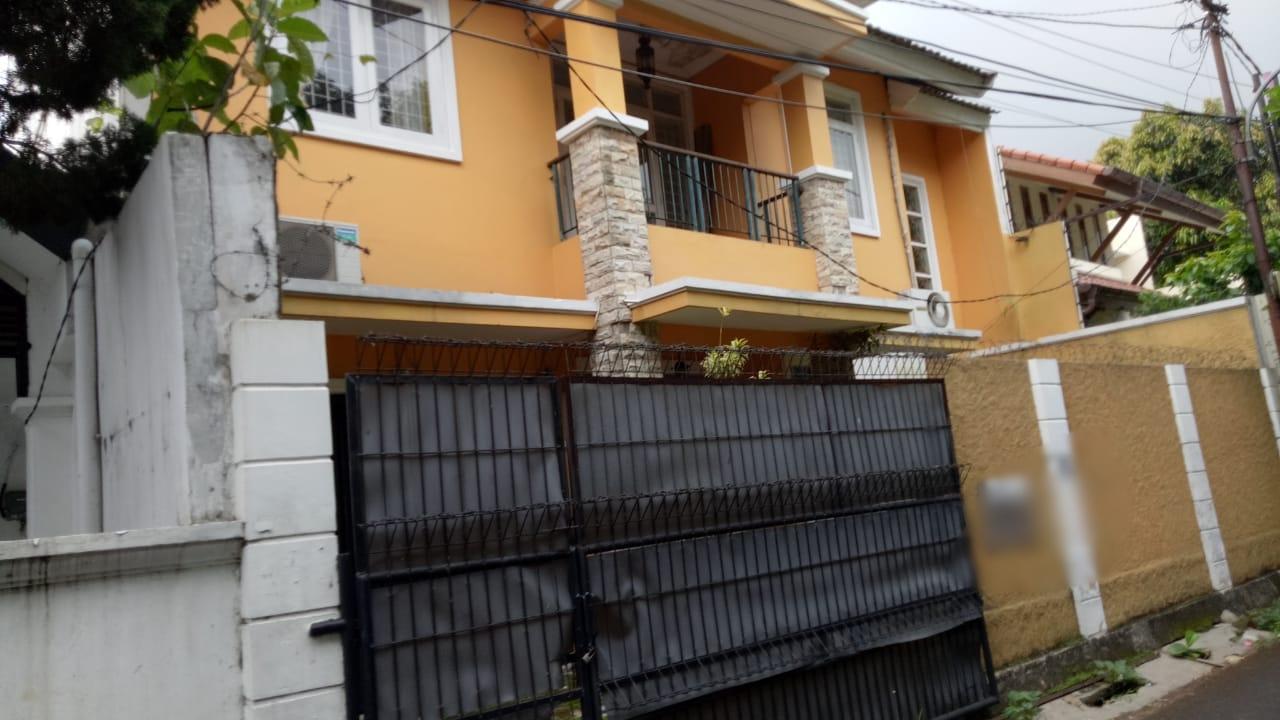 Rumah 2 lantai, lokasi Jl MPR Cipete, kondisi perlu sedikit renovasi - 2