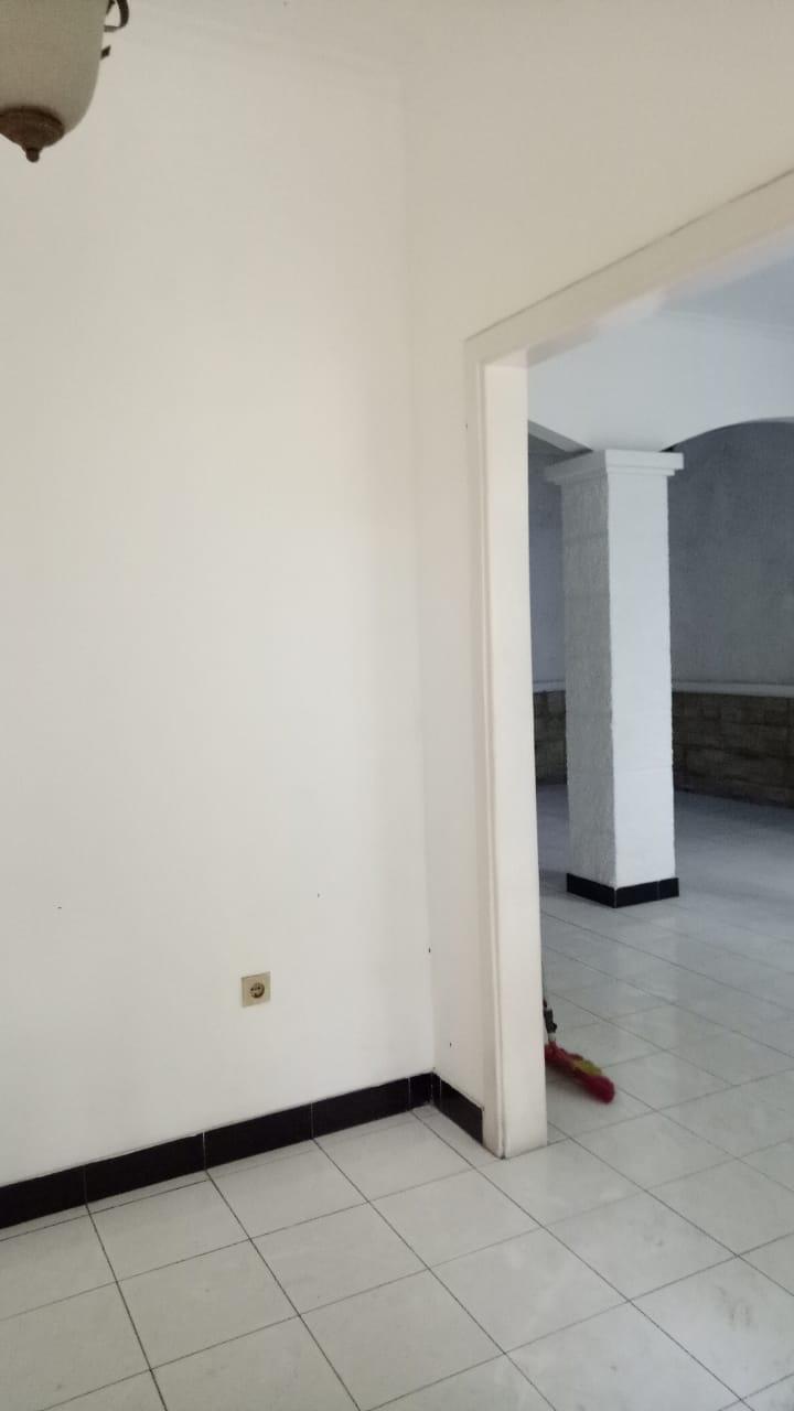 Rumah 2 lantai, lokasi Jl MPR Cipete, kondisi perlu sedikit renovasi - 5