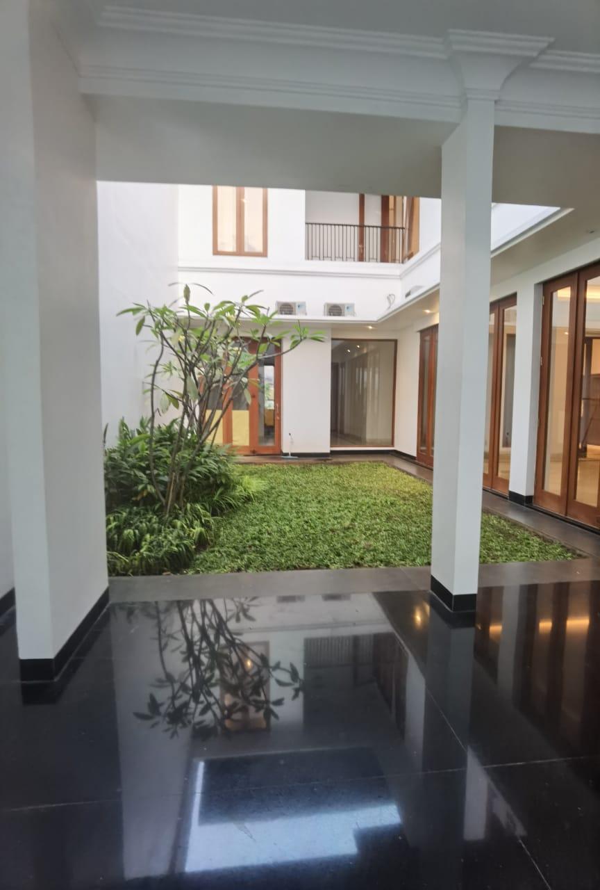 Rumah mewah Bonus Kolam Renang di Pondok Indah, Jakarta Selatan - 7