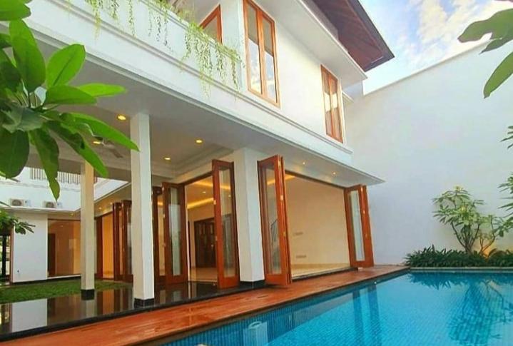 Rumah mewah Bonus Kolam Renang di Pondok Indah, Jakarta Selatan - 1
