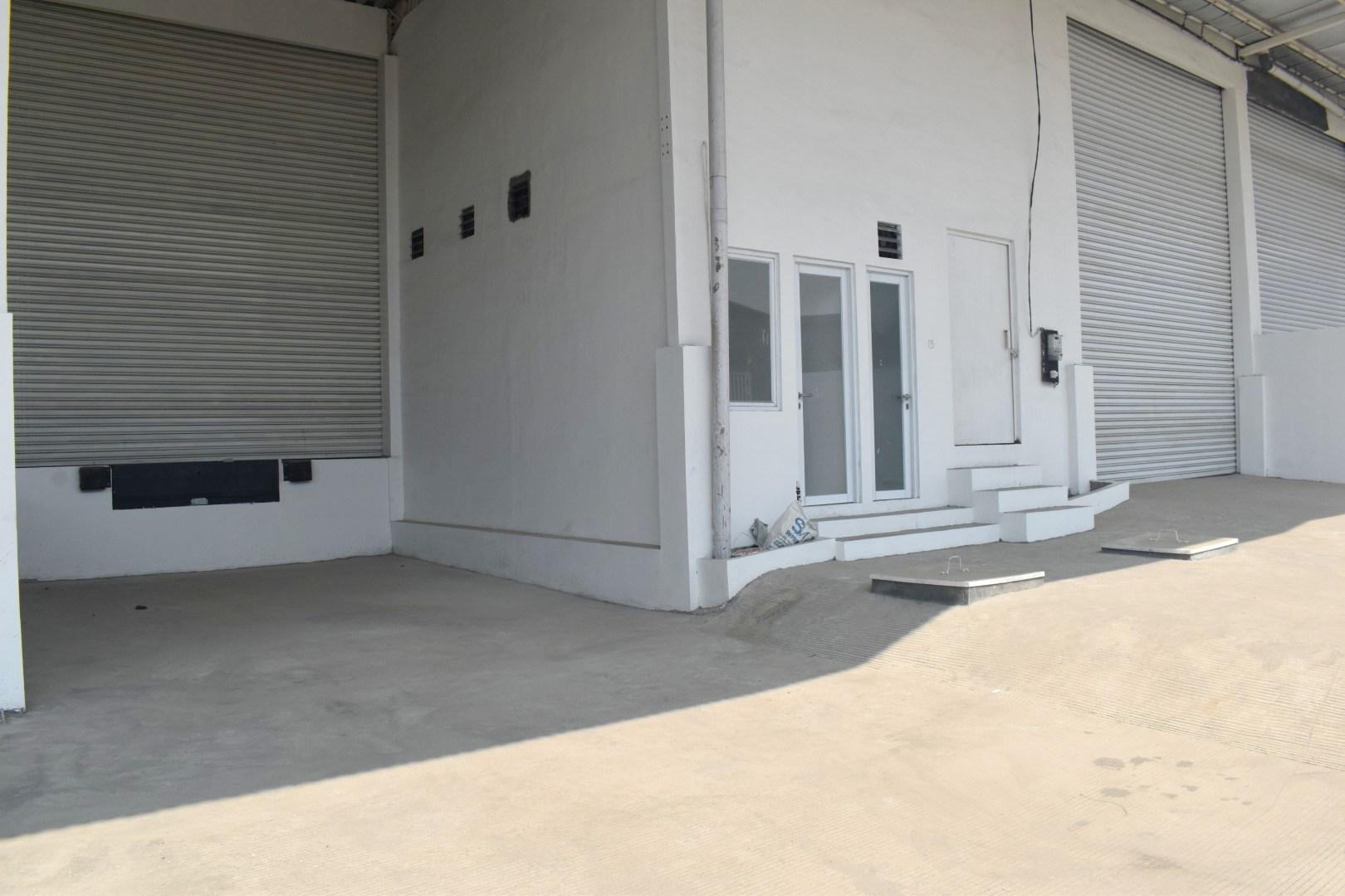 Sewa Gudang Baru Loading Dock Kawasan Industri Delta Silicon Cikarang - 2