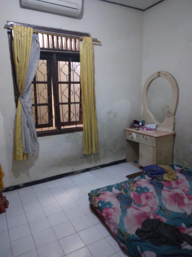 Dijual Cepat !! Rumah seken dikawasan Komersil pinggir jalan raya  Petukangan Utara, Jakarta Selatan - 4